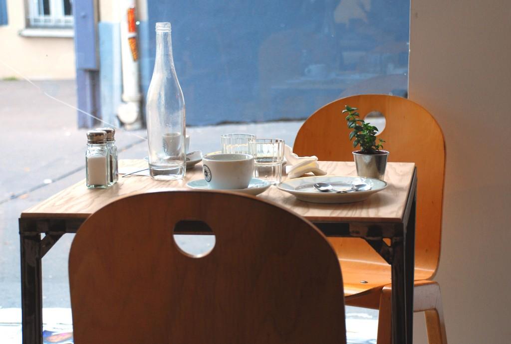 düo restaurant galerie librairie paris 10 by le polyedre 2 1024x690 DÜO : RESTO, GALERIE, LIBRAIRIE