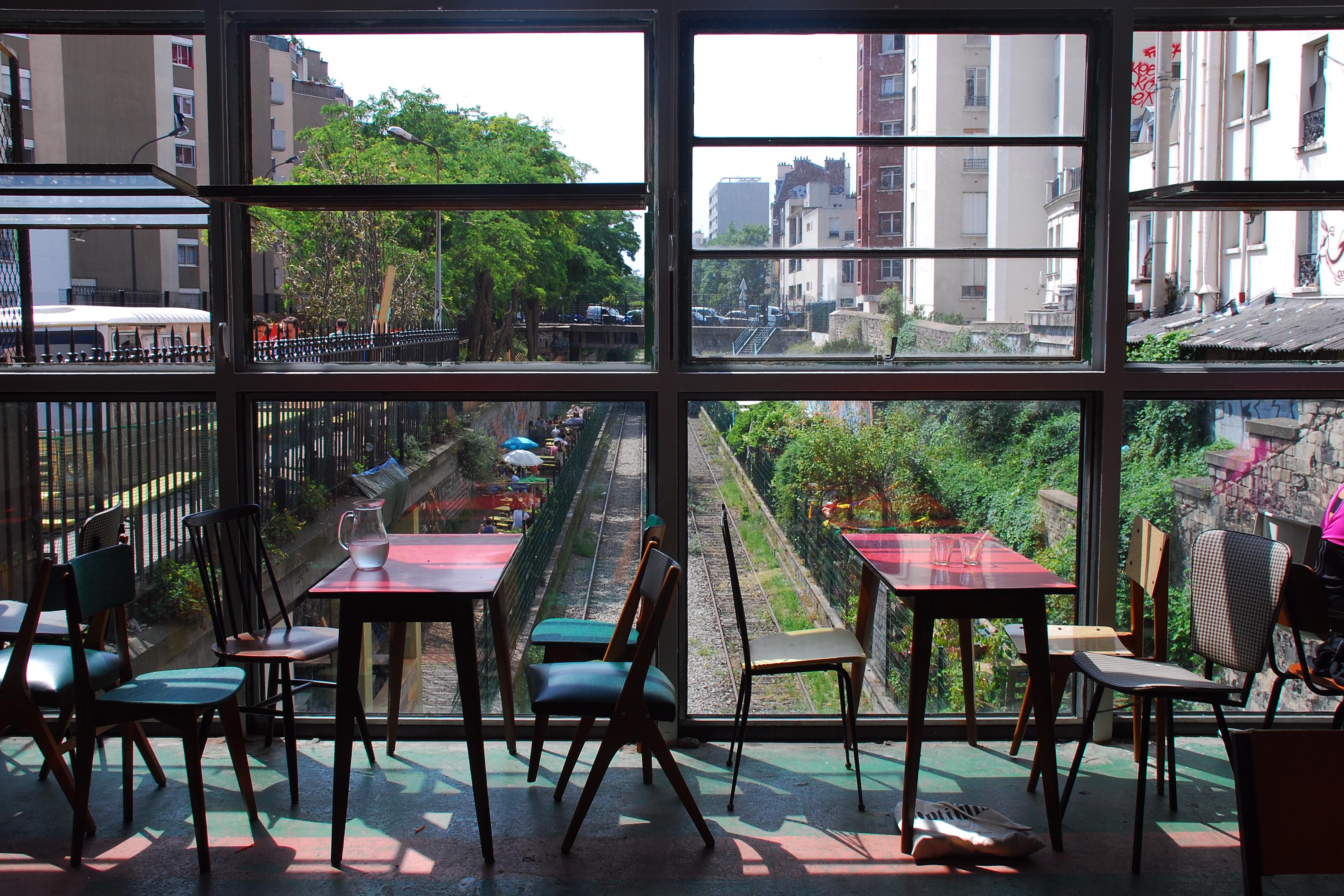 la recyclerie une rehabilitation r ussie d 39 une ancienne gare dans le 18 mele poly dre. Black Bedroom Furniture Sets. Home Design Ideas