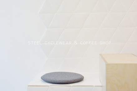 steel-cyclewear-coffeeshop-paris-by-le-polyedre_VISUE1