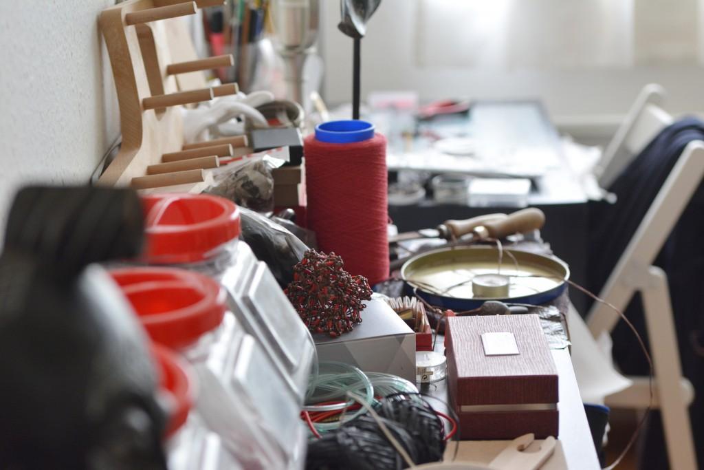 rencontres-sebastien-carré-bijou-contemporain-lauréat-prix-jeune-création-ateliers-art-de-france-by-le-polyedre (13)