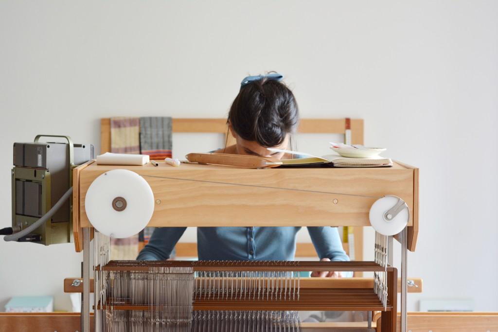 rencontres-anne-laure-coullomb-tisserande-lauréat-prix-jeune-création-ateliers-art-de-france-by-le-polyedre (1)