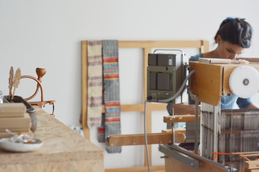 rencontres-anne-laure-coullomb-tisserande-lauréat-prix-jeune-création-ateliers-art-de-france-by-le-polyedre (33)