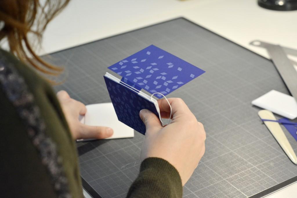 rencontres-julie-auzillon-relieuse-lauréat-prix-jeune-création-ateliers-art-de-france-by-le-polyedre-1
