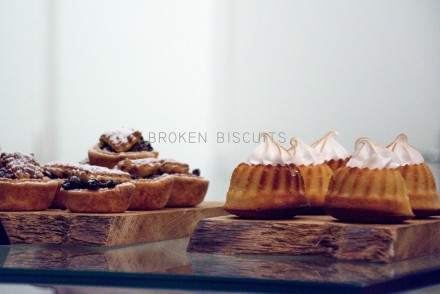 broken-biscuits-patisserie-cafe-paris-by-le-polyedre-visuel