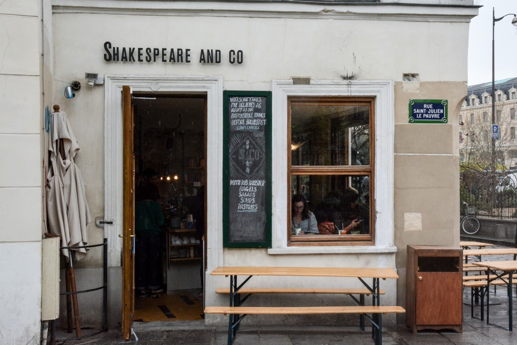 Shakespeare-and-Company-Café-paris-by-le-polyedre (25)