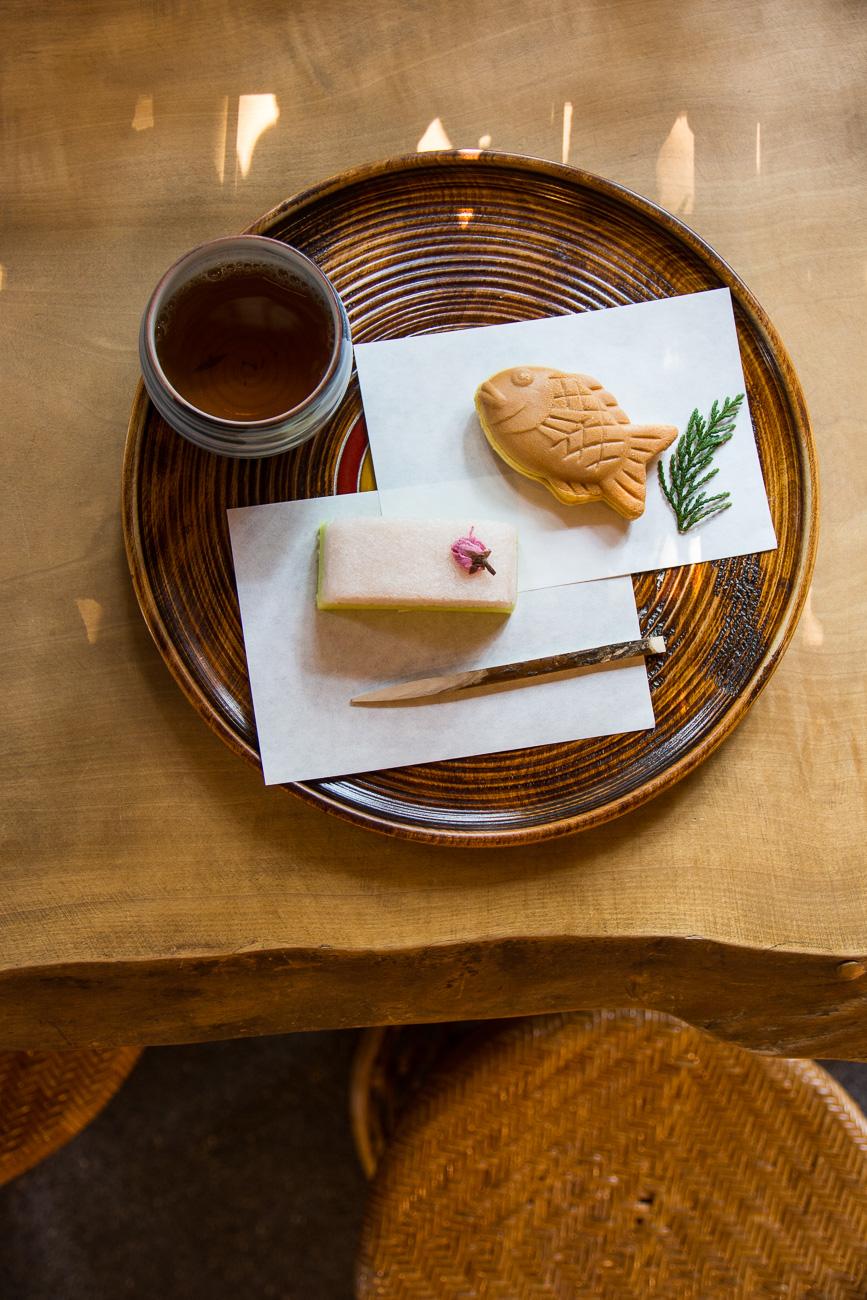 salon de thé et pâtisseries japonaise chez Tourindo dans le quartier de Yanaka à Tokyo
