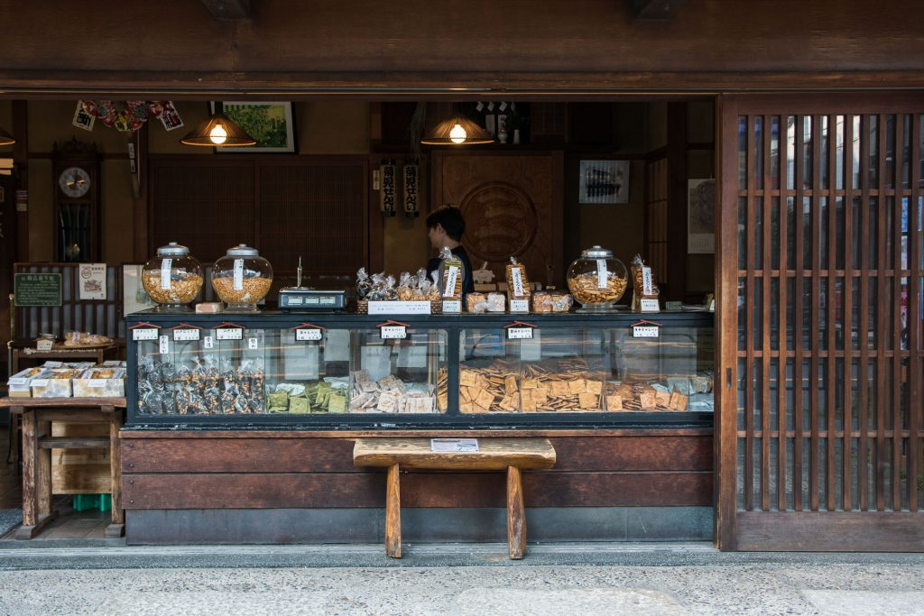 magasins de crackers dans le quartier de Yanaka à Tokyo