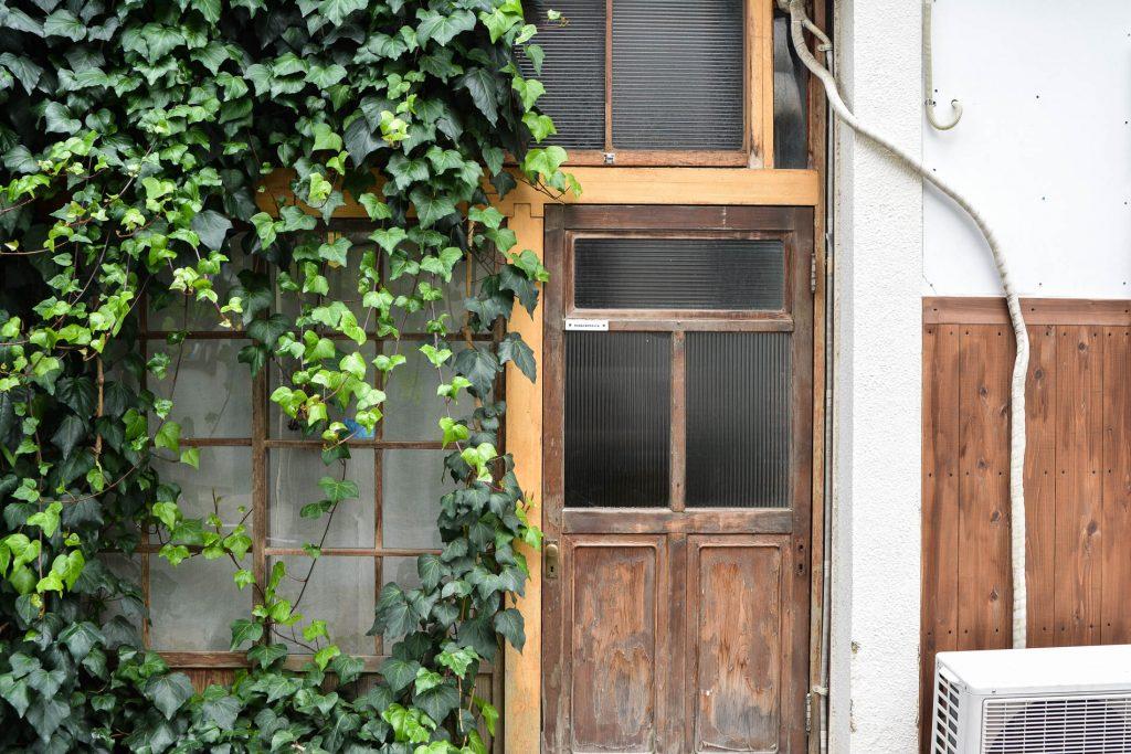 facade dans le quartier de Yanaka à Tokyo