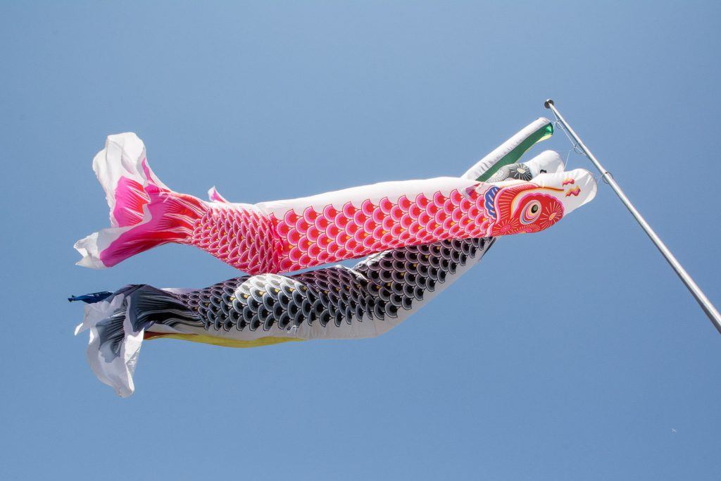 les carpes koinobori à Senso Ji pour la fête des enfants le Kodomo No Hi à Tokyo