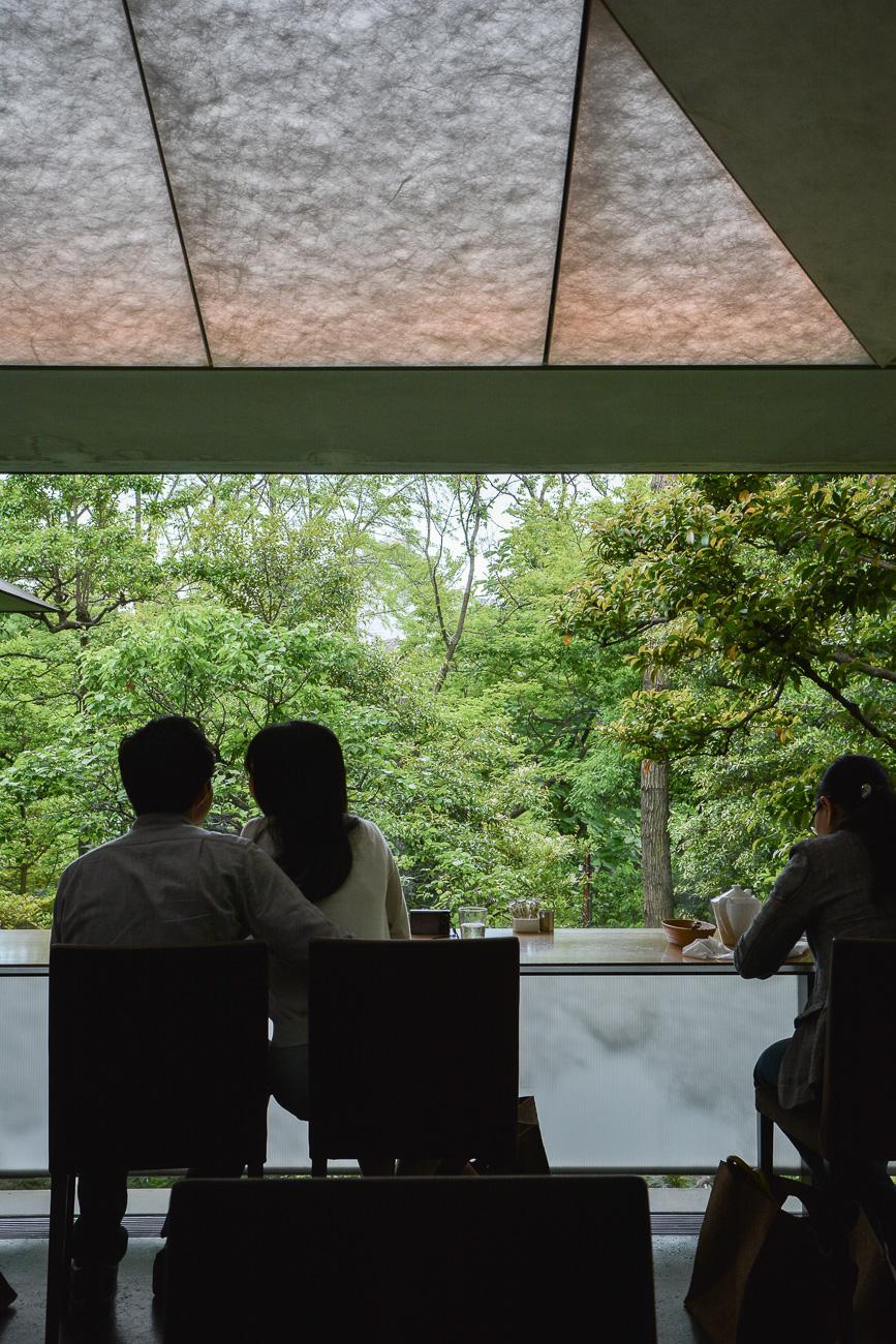 Le café Nezu au musée Nezu par Kengo Kuma à Tokyo