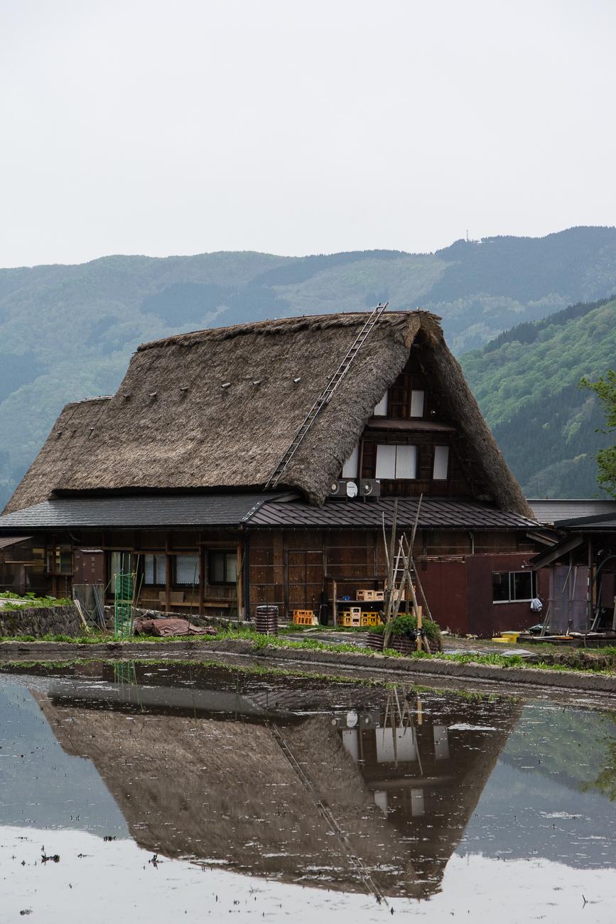 voyage dans le village Ainokura dans les Alpes Japonaises au Japon dans la région de Shirakawa-go