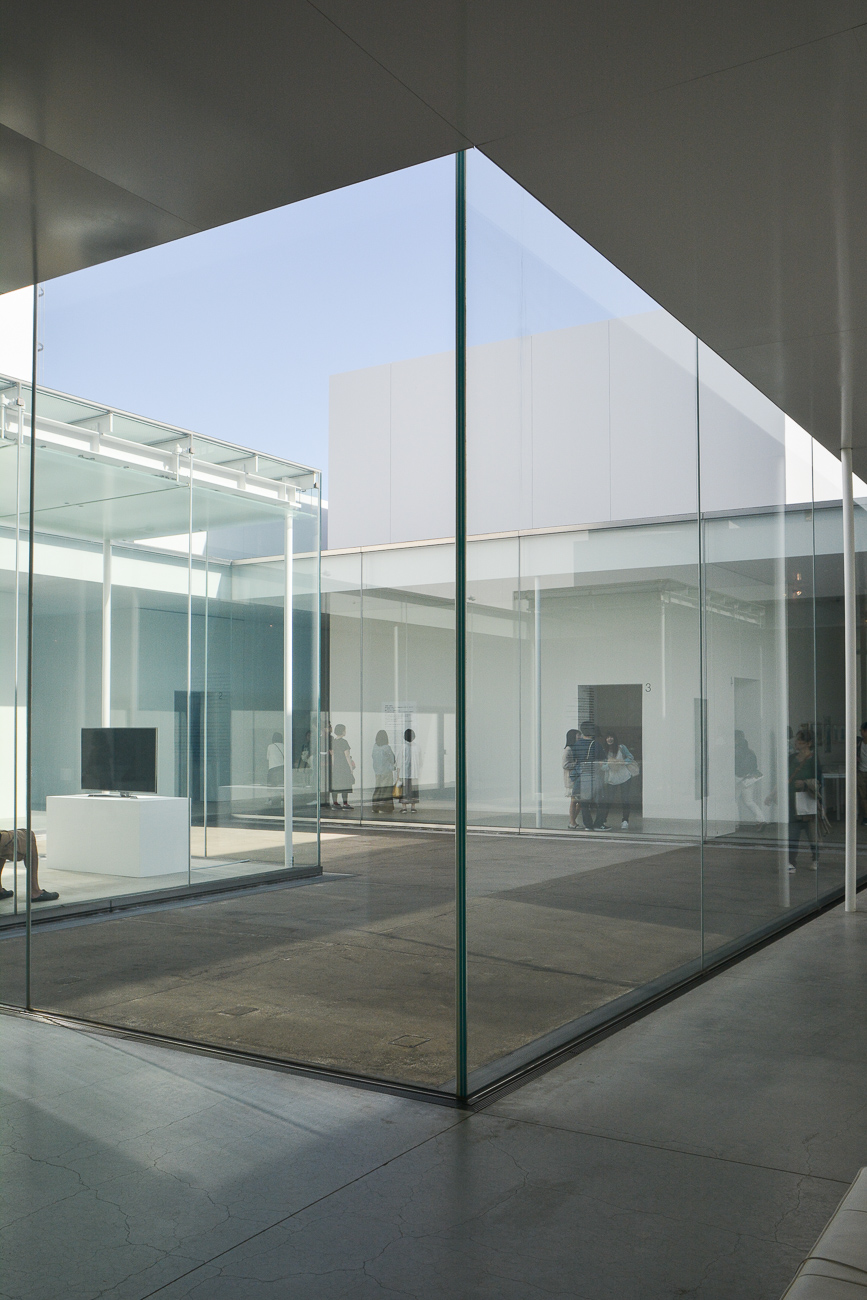 Le musée d'art contemporain du 21ème siècle de Kanazawa, dans les Alpes Japonaises, construit par les architectes Kazuyo Sejima et Ryūe Nishizawa de l'agence Sanaa.