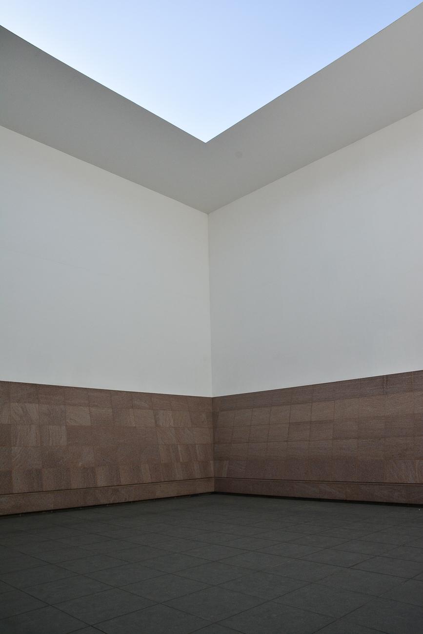 Le musée d'art contemporain du 21ème siècle de Kanazawa, dans les Alpes Japonaises, construit par les architectes Kazuyo Sejima et Ryūe Nishizawa de l'agence Sanaa avec l'oeuvre de James Turrell Blue Planet Sky