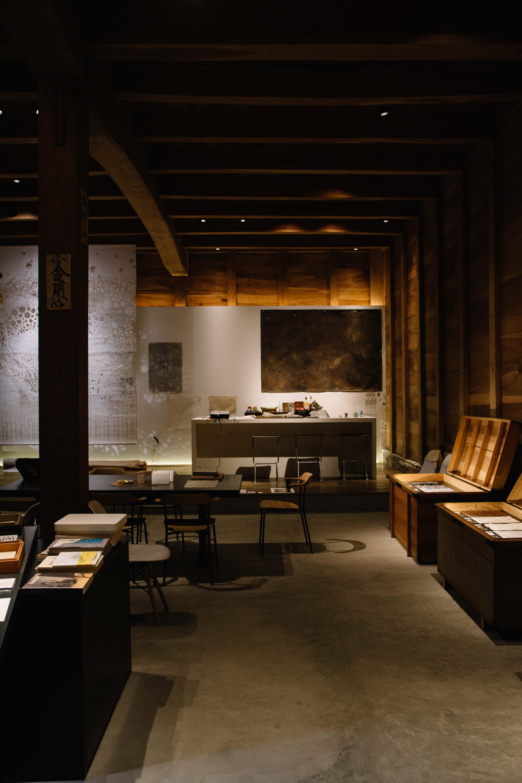 Jeter un coup d'œil à la galerie Sugihara Washipaper dans la prefecture de Fukui au Japon