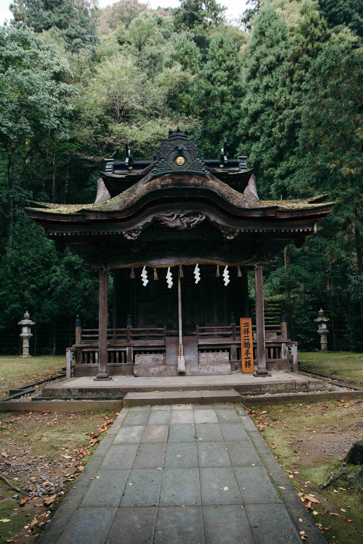 Le sanctuaire Okamoto Otaki à Echizen, Fukui au Japon