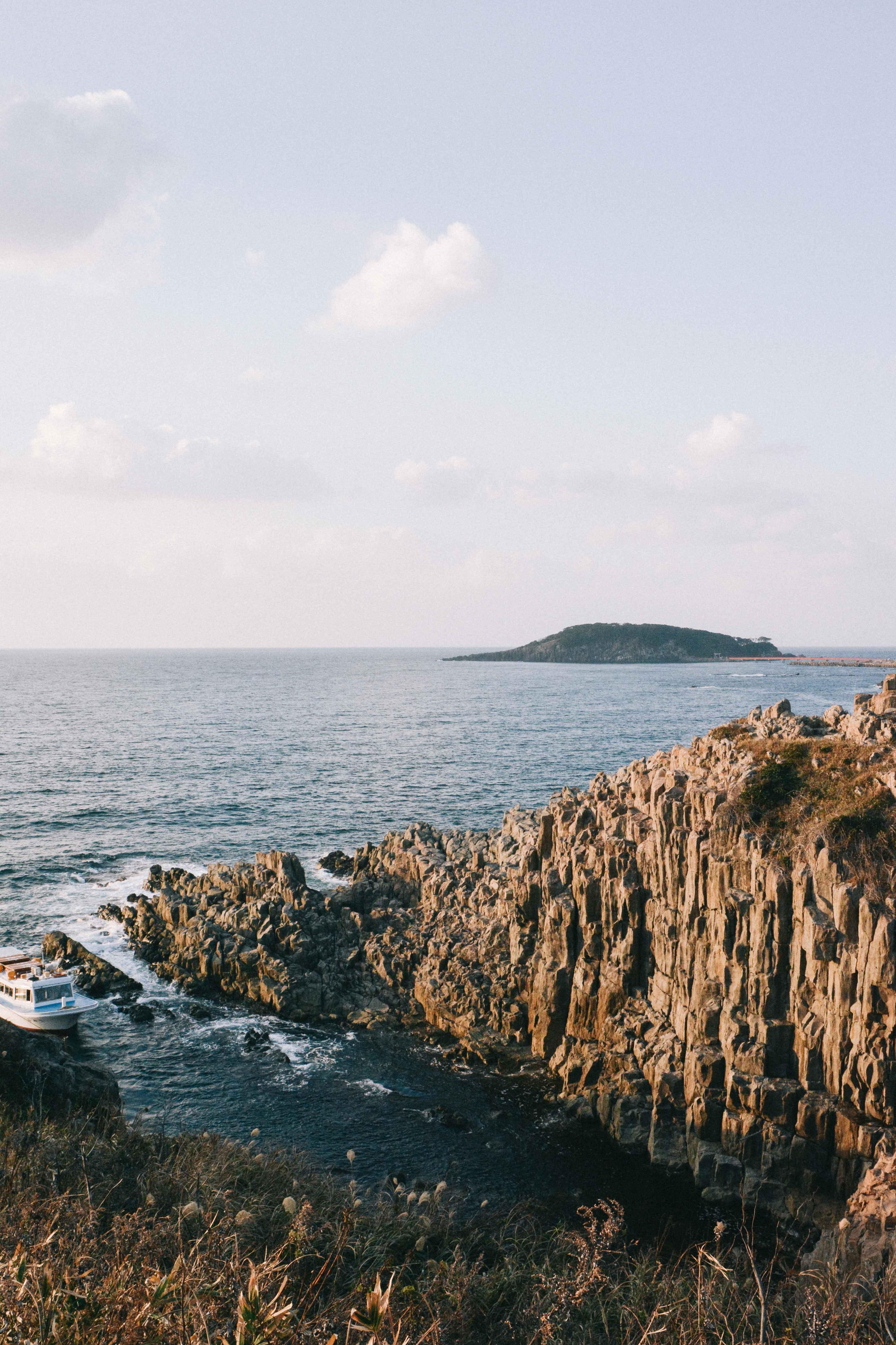 le paysage des falaises de Tojinbo dans la préfecture de Fukui au Japon