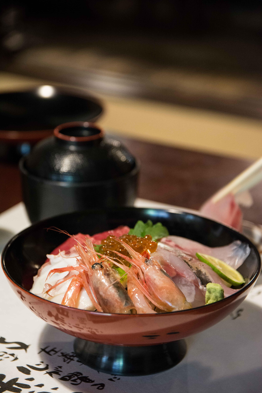 le restaurant de mikuni minato avec des plats à base de crevettes dans la prefecture de Fukui au Japon
