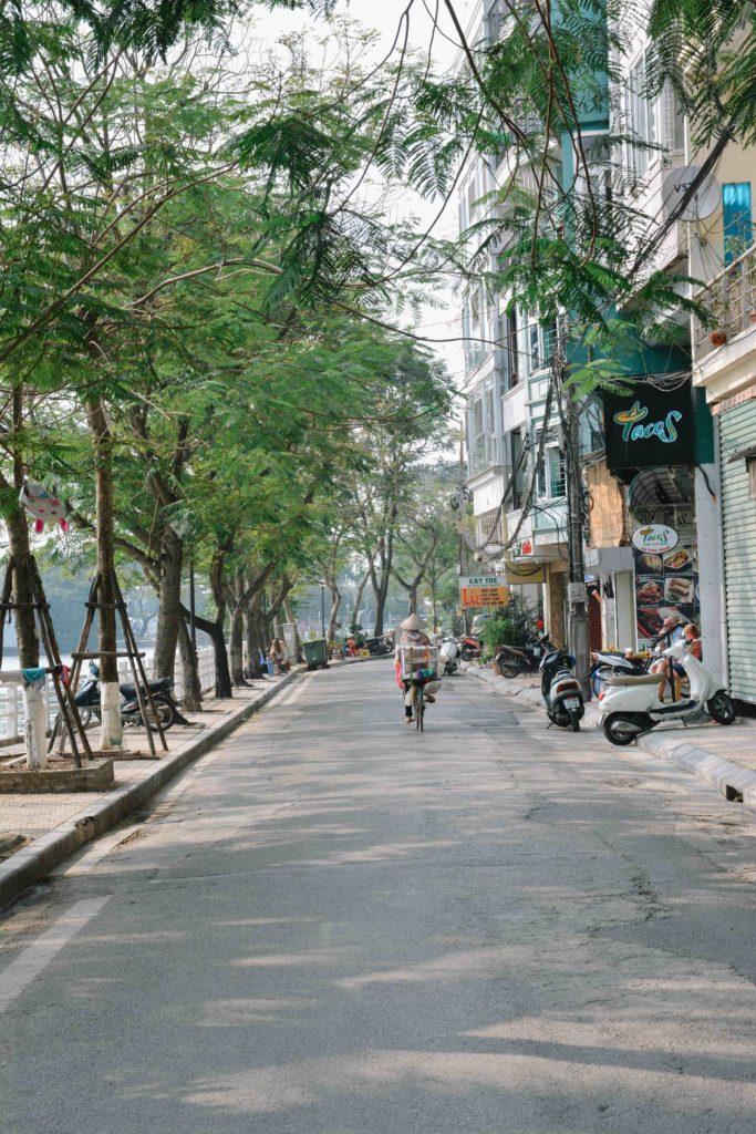le quartier autour du lac turc bach à hanoi au vietnam