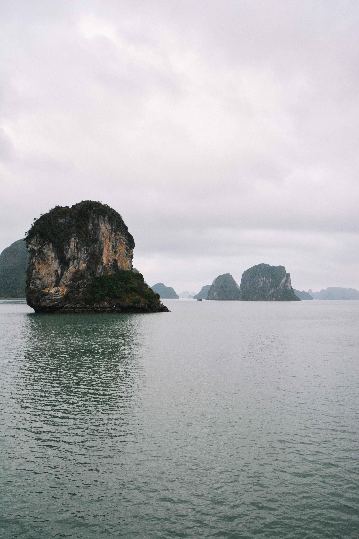 voyage au vietnam avec une croisière sur la baie d'Ha Long